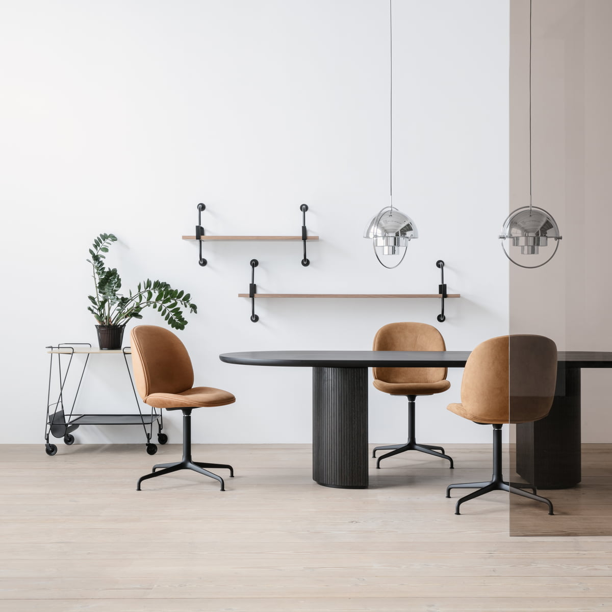 multi lite pendel lampe af gubi connox. Black Bedroom Furniture Sets. Home Design Ideas