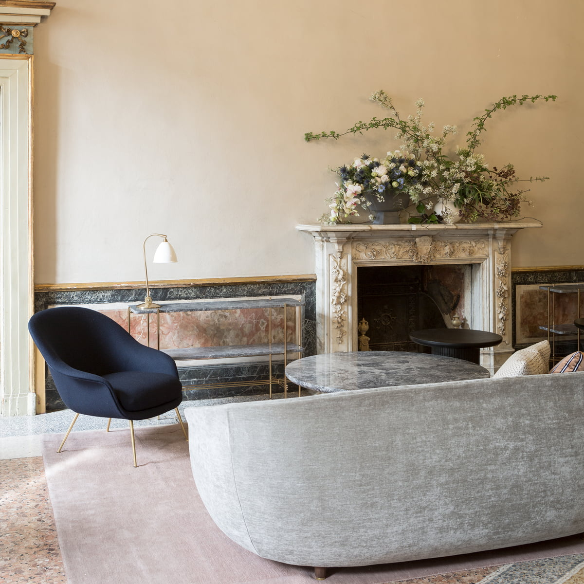 Gubi – Bat Lounge Chair, lav ryg, messingHallingdal 116