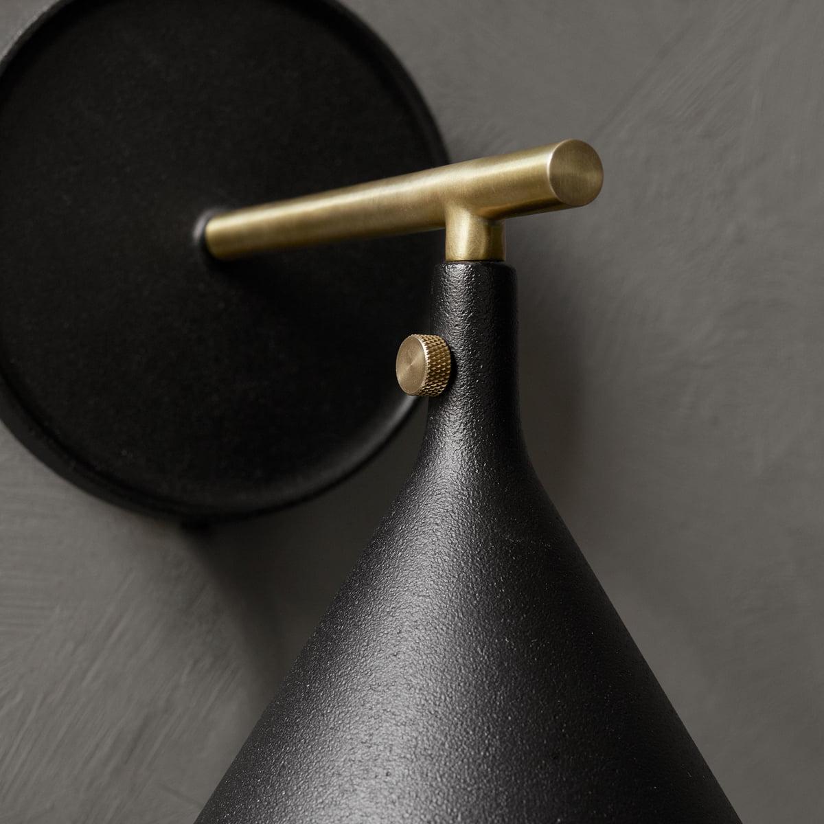Menu Cast sconce væglampe, sort (ral 9005)