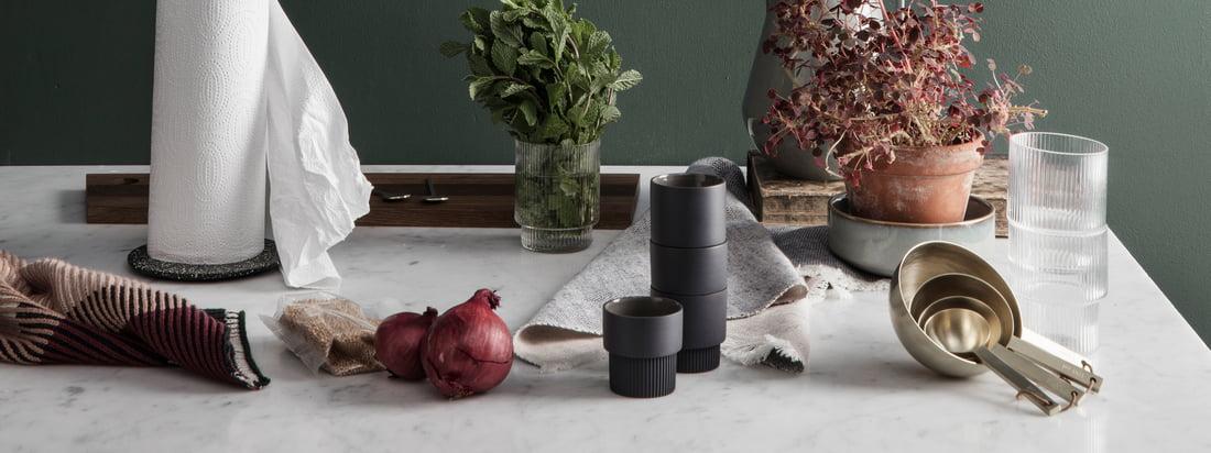 Hvis du er på udkig efter funktionelt design med et legende touch, har du helt ret i ferm Living. Designkøkkenets køkkenkollektion er derfor lige så forskelligartet, elegant og praktisk som de andre designgenstande fra den danske producent.
