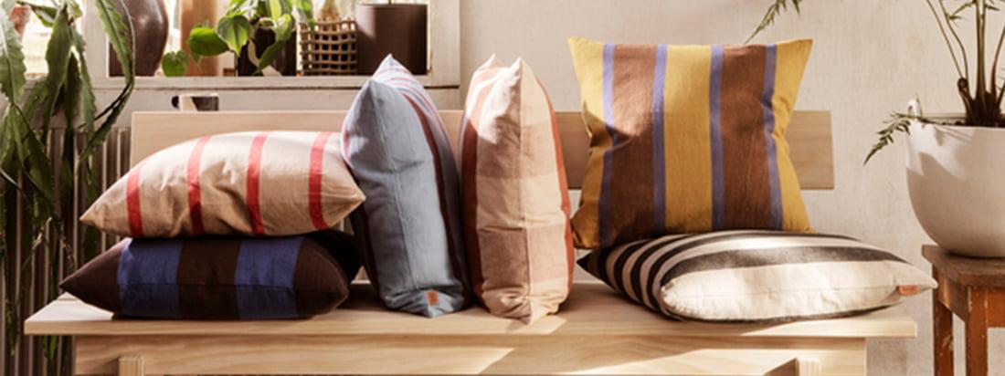 ferm Living er ikke kun kendt for køkkenredskaber og kontortilbehør, men har også et stort udvalg af puder og tæpper, der øger den velbehagelige faktor i dine egne fire vægge.