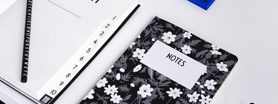 AJ Vintage Flowers notesbog, AJ Personal notesbog A-Z, AJ Royal Vintage Travel Journal og meget andet kontortilbehør fra Design Letters byder på masser af plads og papir til dine ideer og noter.