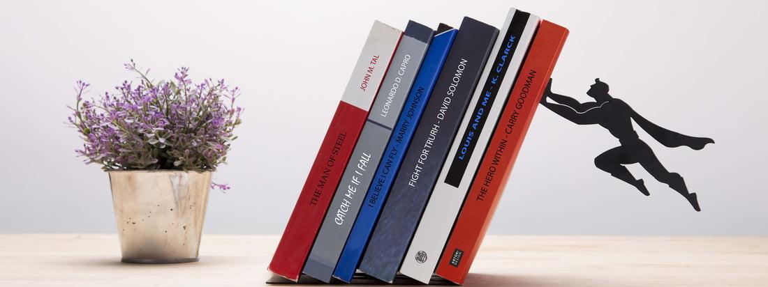 Artori Design er kendt for legende, fascinerende design. Book & Hero bogstøtte bliver åbenbart beskyttet af Superman.