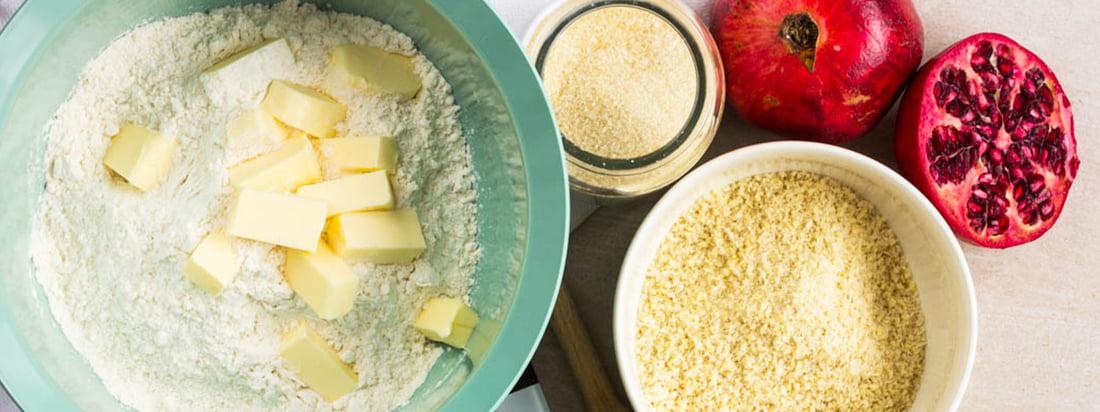 Connox-banner til madlavnings- og bageforme med Mit-It fra Steltons Rig-Tig og Sarjaton skål fra Iittala
