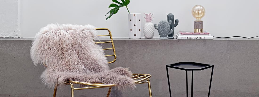 Det danske designmærke Bloomingville producerer eksotiske dekorationsgenstande som den dekorative ananas og en porcelænskaktus. Fås i Connox' Interiørshop!