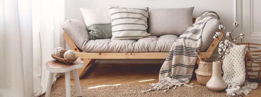 Karup Design, en producent fra Danmark, producerer stilfulde møbler som Nido futon stol. Den grå lænestol tilbyder et behageligt, godt polstret sæde.