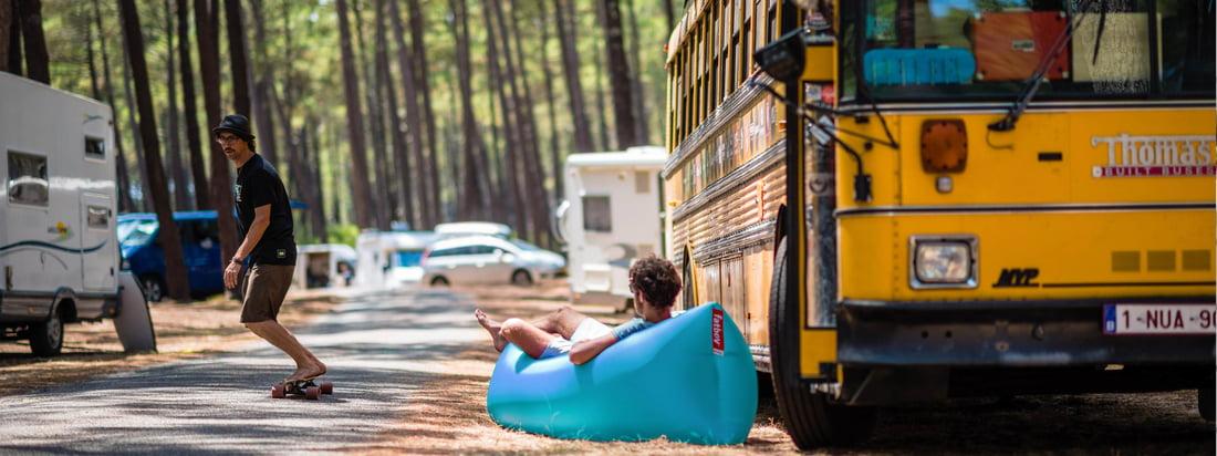 Lamzac fra Fatboy er et ægte festival must-have. Den komfortabel luft-lænestol egner sig fint til campingpladsen og spm en sofa op til to personer.