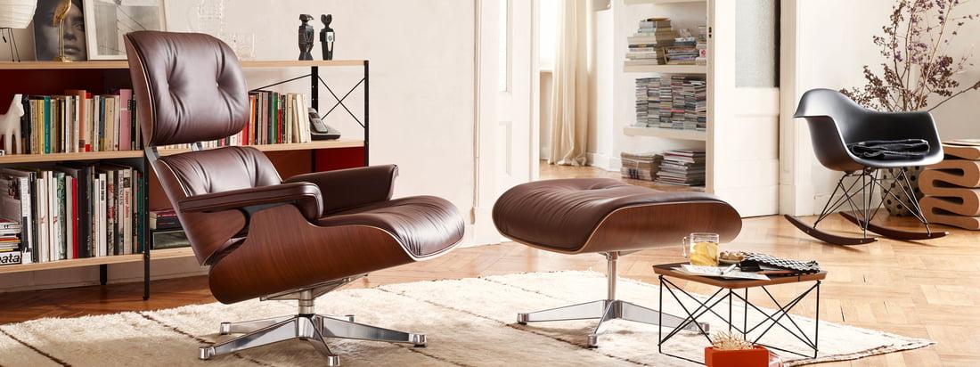 Livsstilsbillede: Loungestolen fra Vitra i læder blev designet af Charles og Ray Eames. De to designere designede den komfortable læderstol til en ven.