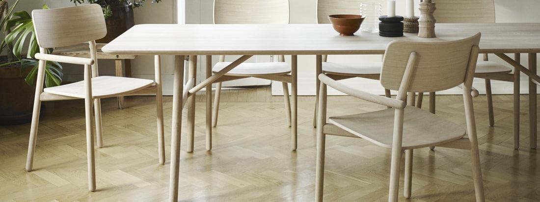 Hven spisebordet 94 x 260 cm med Hven lænestol af Skagerak i et situationsbillede. Samlingen kommer fra den svenske designer Anton Björsing.