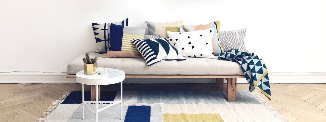 Herringbone puder fra ferm Living på sofa - stue - tæppe
