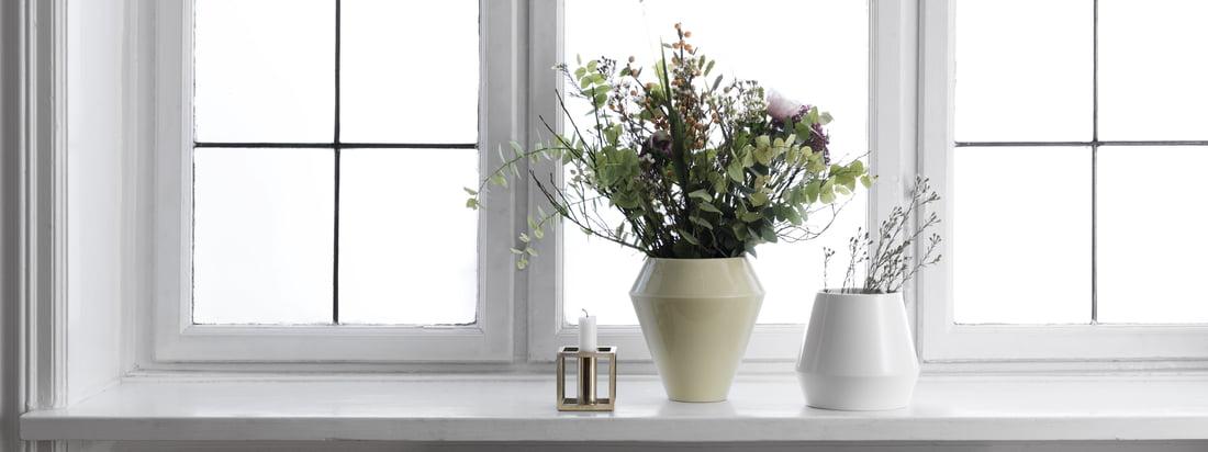 Det enkle, skandinaviske design gør sig godt i alle konstellationer, og Rimm vasen kan med fordel kombineres med vaser i andre farver og størrelser fra samme kollektion. Tidløst design i kombination med traditionelt håndværk.