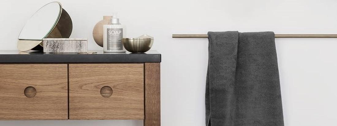 Det enkle badehåndklæde fra Terry towel-serien af Georg Jensen Damask, som fås i forskellige klassiske og sæsonbestemte farver, er fantastisk i badeværelset.