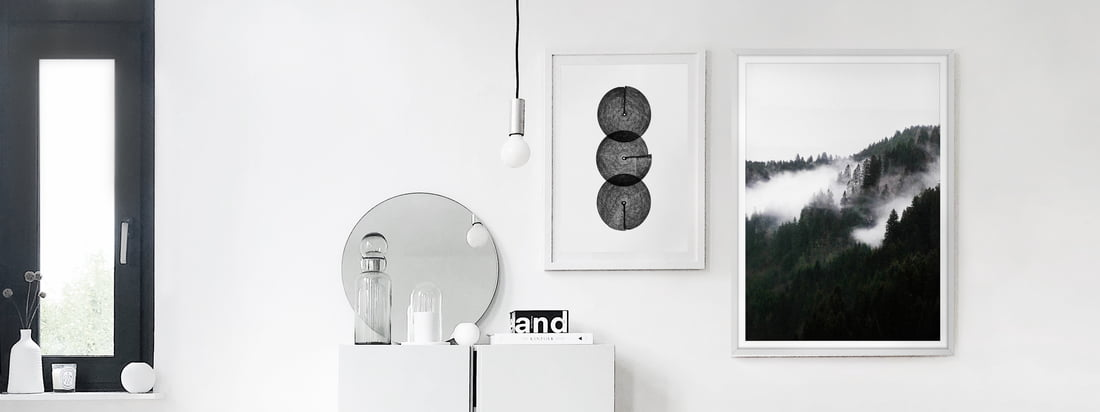 De sort / hvide plakater, Winter Wonderland and Circles af artvoll, som billedgalleri i interiørblogger Alexander Pahrs lejlighed.