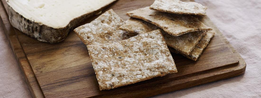 Plankeskærebræt (sæt med 4) fra Skagerak: Plankeskærebrættet er velegnet til snacks, som en rustik serveringsplade eller til sandwich imellem.