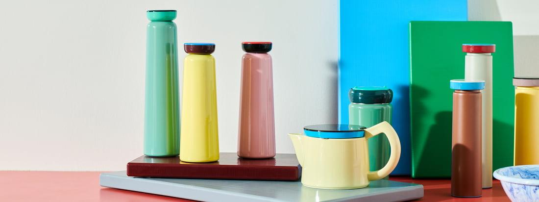 Produkterne fra George Sowden fra Hay er kendetegnet ved deres ædle og legende farver. Kontrasterne kommer særligt til deres ret i et ensemble med andre stykker fra samlingen.