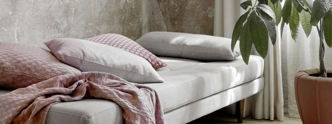 Luft daybed, dryp fra Broste Copenhagen i stemningsudsigten. Dagsengen er ideel som soveplads for gæsterne, men kan også bruges til at hvile om dagen.