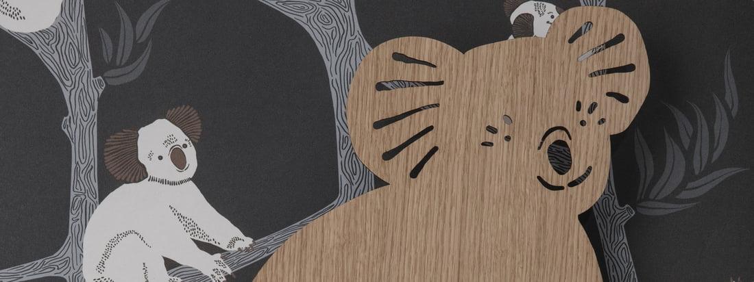 Koala væglampe i olieret eg af ferm Living in the ambience view. Det bløde blændende lys er perfekt til at bladre gennem en bog om aftenen eller til at male og lave håndværk ved skrivebordet.