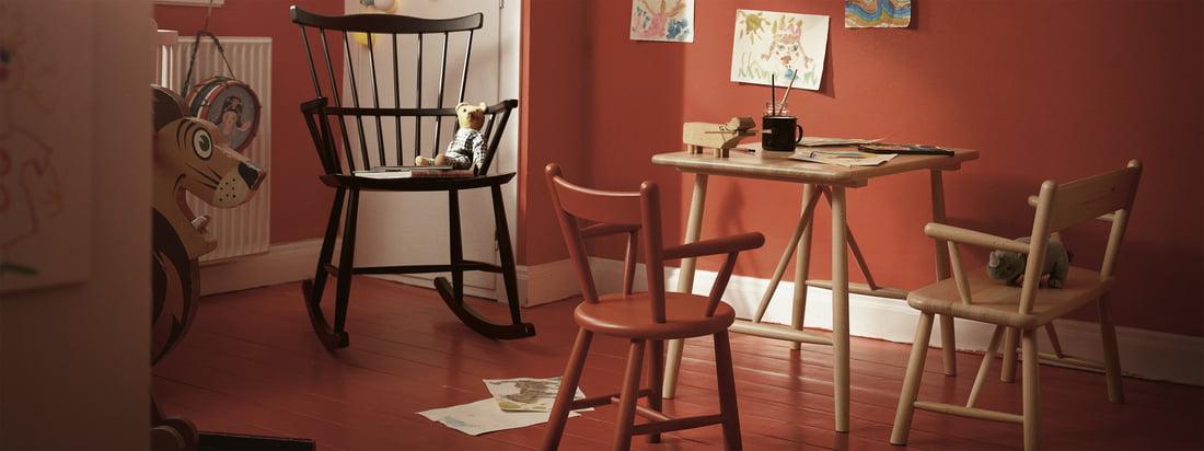 Børnemøblerne fra FDB Møbler med gyngestolen J52G. Børn såvel som voksne nyder at være omgivet af tidløse og smukt designede møbler.