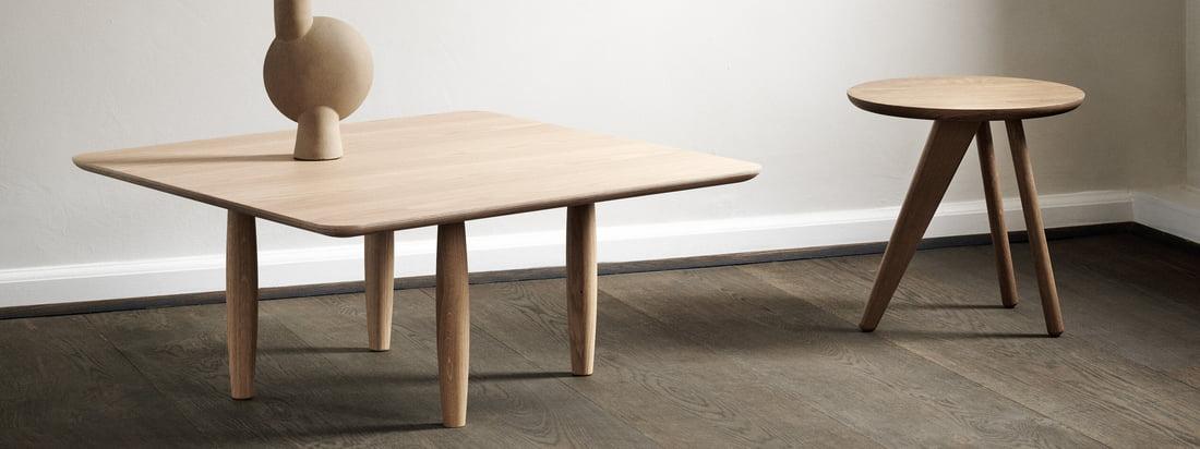 Oku-sofabordet og sidebordet Fin fra Norr11 i stemningsudsigten. De små borde er lavet af robust og tidløs eg.