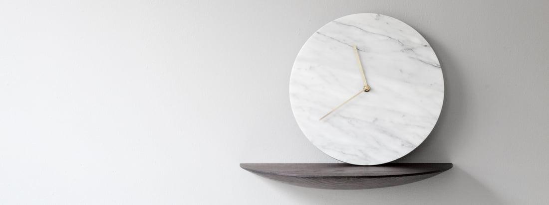 Det fine, naturlige korn af marmor er altid til stede, men er aldrig i forgrunden på grund af Norm Architects designteams klare og rolige design.