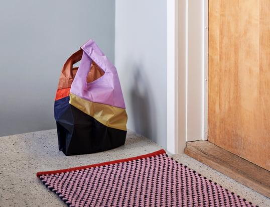 På farten: Tasker, indkøbskurve, indkøbstrolleyer, punge og kortholdere.