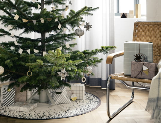 ferm Living – Jul 2014, stemningsbillede med juletræ og gaver – stemningsbillede
