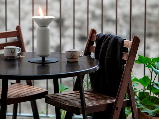Altandesignet fra Weishäupl er beregnet til at udnytte værdifuld plads på altanen og har et tiltalende og funktionelt udtryk. Præcis som du kan se på dette billede med altanstolen og altanklapbordet i teak.