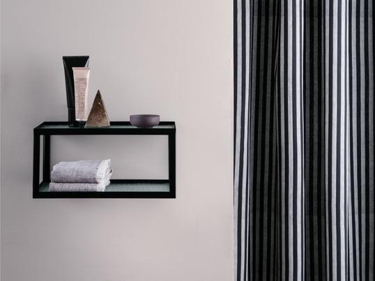 Kali spejlskab fra Authentics er en stilfuld opbevaringsplads til dine badeværelsesprodukter. Suppler badeværelsesskabet med designertilbehør som Kali tandbørstekrus, toiletspand, sæbeholder, Kali krus eller andet badeværelsestilbehør.