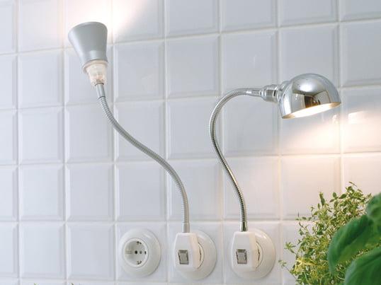 Spotlampen fra DeLight kan nemt tilsluttes en stikkontakt og dermed give lys, hvor du ønsker det, uden generende ledningsrod. Lampen har et hvidt slagfast, retvinklet stik med en gennemsigtig sikkerhedsvippekontakt.