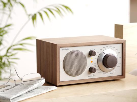 Bordradioen, der er designet af den legendariske lydguru Henry Kloss, garanterer lytteglæde på højeste niveau. Mono radioen tilbyder enestående modtagelse og lydkvalitet og ser samtidig godt ud.