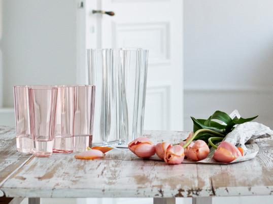 Den tidsløse Aalto vase er et af de mest kendte glasobjekter i verden og synonym med finsk glaskunst og producenten Iittala. I dag er Aalto vasen den absolutte klassiker inden for designervaser.