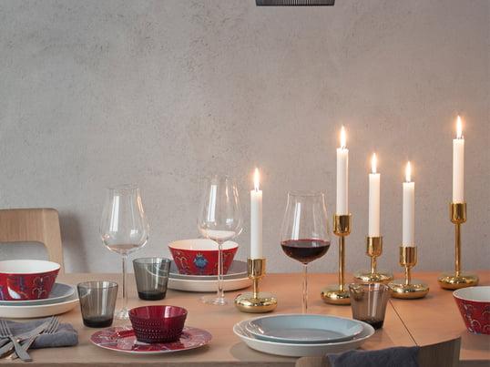 Taike bordserviceserien fra det finske glasværk Iittala er mystisk og farverig. Det særdeles dekorative mønster er designet af Klaus Haapaniemi.
