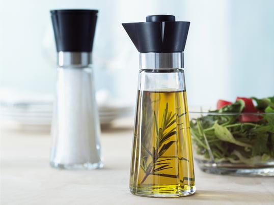 Grand Cru-serien med saltkværn og olie/eddikeflaske fra Rosendahl er ideel til spisebordet. Produkterne imponerer med deres funktionalitet og udseende.
