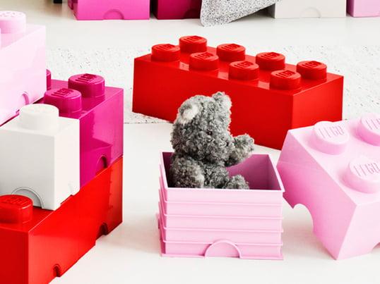 Opbevaringsklodserne fra LEGO er i det velkendte LEGO design. De har samme funktionalitet som de små klodser, vi kender fra barndommen.