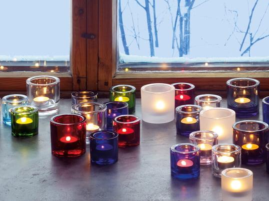 Kivi fyrfadsstagen fra Iittala spreder på smukkeste vis lyset fra de forskellige farver og udtryksfulde former. Farverne og formerne kan kombineres med hinanden på flotteste vis.