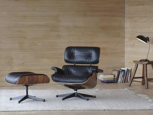 Stolen er skabt af Charles og Ray Eames og er designet til maksimal komfort og som et eksempel på førsteklasses håndværk. Fås i kirsebær, rosentræ og mange andre materialer og er det perfekte supplement til ethvert interiør.