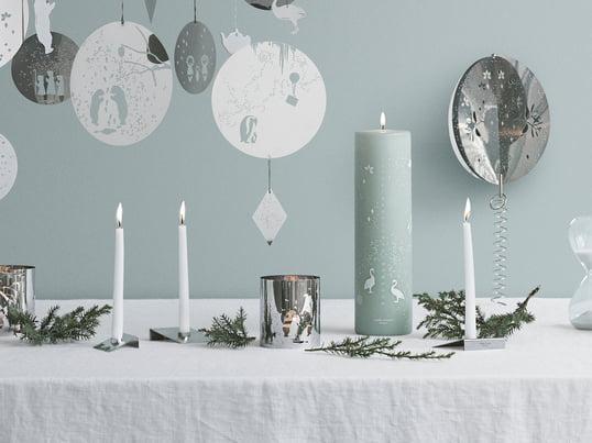 Stearinlys, krukker og lysestager skabt af det svenske designstudio All the way to Paris spreder en helt særlig julestemning på grund af den unikke farve.