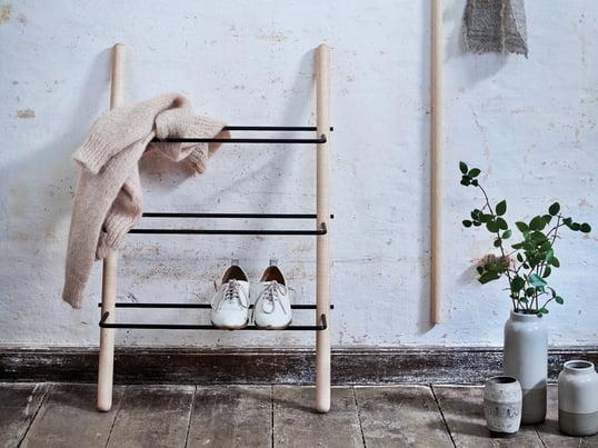 Stick skohylden af olieret/sort ask fra Norrmade er helt minimalistisk design med masser af plads til sko.