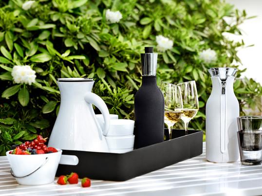 Glas, tallerkener og forskellige retter til det næste måltid kan transporteres på dem. De er også glimrende til servering af ost eller brød.