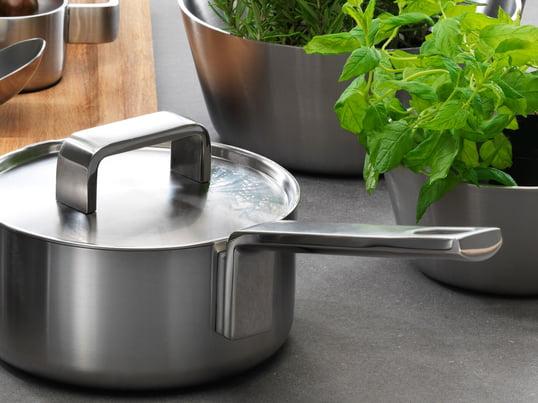 Kvalitetsserien Tools fra Iittala består af gryder og pander, som ikke kun er gode til madlavning, men som også har et attraktivt design og er fremstillet af rustfrit stål, som skaber den rette stemning ved bordet.