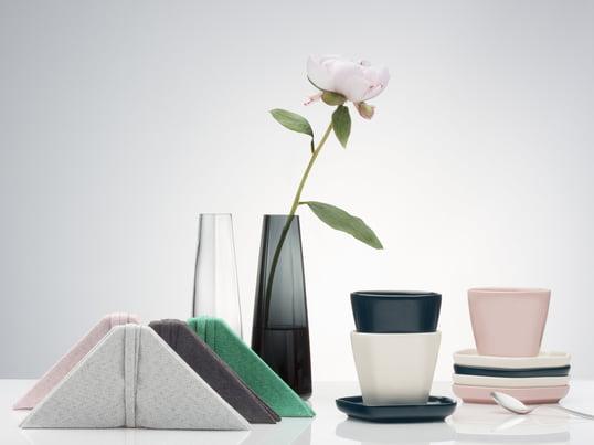Finsk kvalitetsforarbejdning med asiatisk inspiration: Issey Miyake Design Studio har designet en vase, tallerken, dækkeserviet og stofserviet, som er stærkt inspireret af asiatisk kultur.