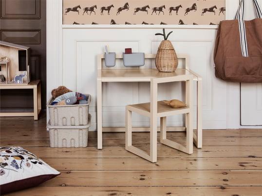 Børnebordet fra de Breuyn fra debe.detail kollektionen er et meget fleksibelt system, der kan tilpasses til dine behov og pladssituation, mens det vokser sammen med børnene.