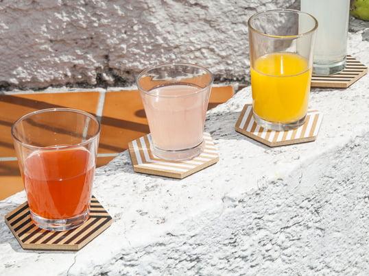 Moderne bordskånere fra Areaware skaber en 3D-effekt. Design bordskånere til glas og kopper – nyd dine drinks uden at skulle tænke på mærker og ridser.