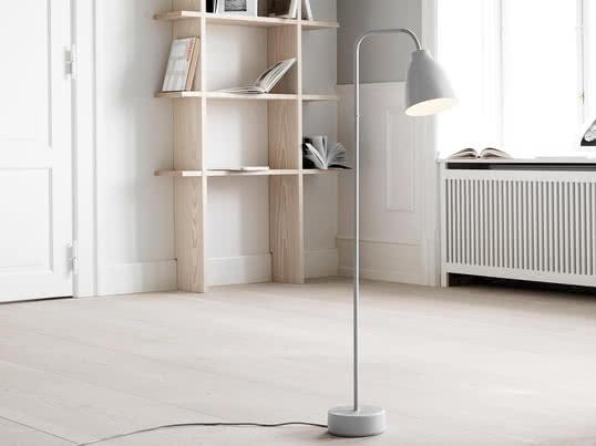 Baseret på lampeskærmen i Caravaggio lampekollektionen, har Cecilie Manz designet en ny funktionel lampekollektion for Lightyears, der leder lyset direkte derhen, hvor der er brug for det, og som kan justeres manuelt. Gulvlampen Caravaggio Read fra Lightyears er en del af Caravaggio kollektionen og er en minimalistisk lampe med en lille lampeskærm.