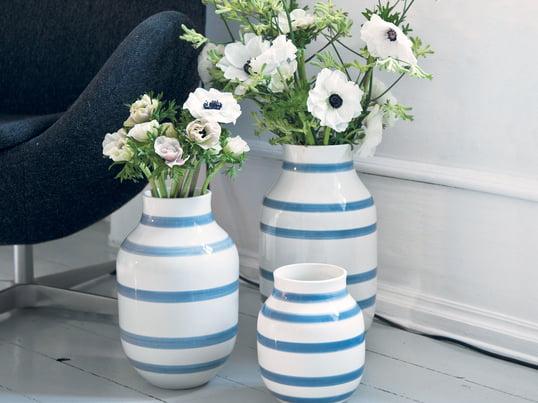 Omaggio vaserne fra Kähler i lyseblå udstråler middelhavsstemning. Feriestemning derhjemme.