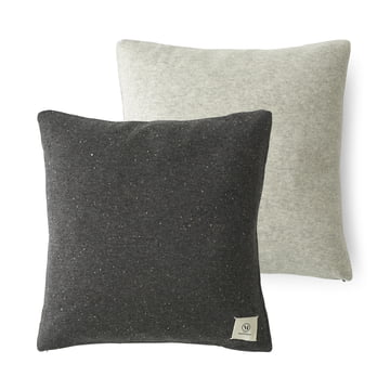 Color Pillow fra Menu – Nepal Projects i mørkegrå/lysegrå