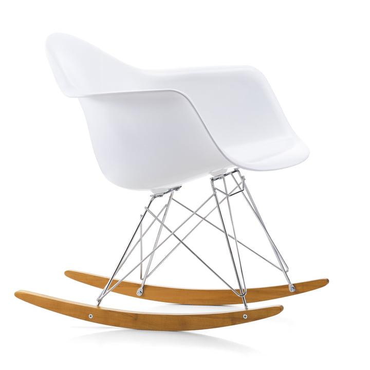 Eames Plastic lænestol RAR fra Vitra i ahorn gullig / krom / hvid