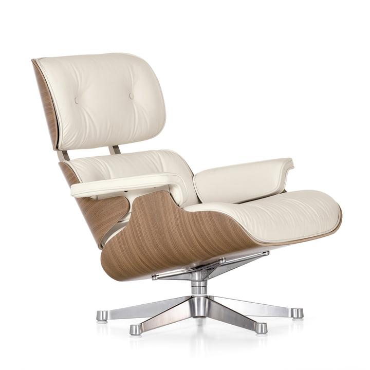 Vitra – Lounge Chair og fodskammel, hvid/poleret valnød (klassisk størrelse)