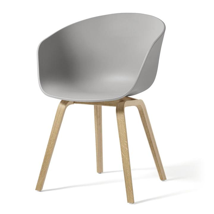 About A Chair AAC 22 af Hay i sæbebehandlet eg / betongrå