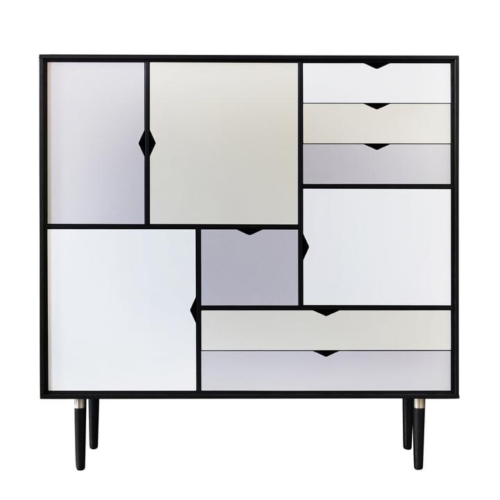 S3 skænk fra Andersen Furniture i sort lakeret eg (front sølv, doeskin, jern)